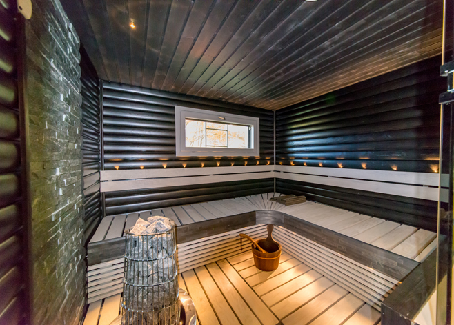 upea sauna harmaan sävyissä - saunaremontti